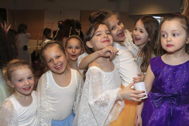 Krigere farvann, vårforestilling med dansere i Vefsn kulturskole