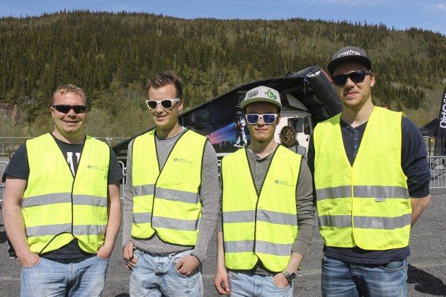 Tommy Olsen, Thomas Nordås, Jørgen Steinrud og Stian Nordås er en del av vaktholdet fra Mosjøen motorsportklubb.