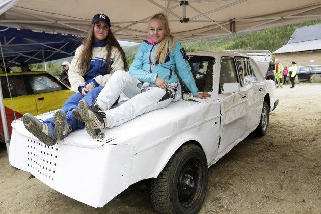 Bilcross i Svenningdal med NMK Grane som arrangør.Hege Moheim og Thea Finsaas