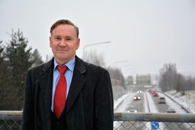 Møtefrie veier med gode sikkerhetsbarrierer er det mest effektive tiltaket mot veidøden, sier Geirr Tangstad-Holdal i TSF