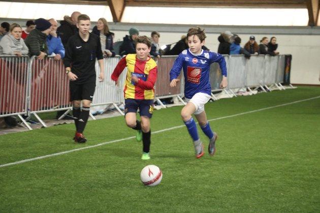 Stamnes Diadora Cup ble arrangert fra fredag til søndag i Helgelandshallen og Stamneshallen. Her er det MIL G13 mot Nesna G13. Bilder: Jill-Mari Erichsen