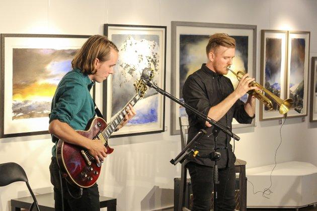 Stian Unhjem på gitar og Vegard Sandbukt på trompet.