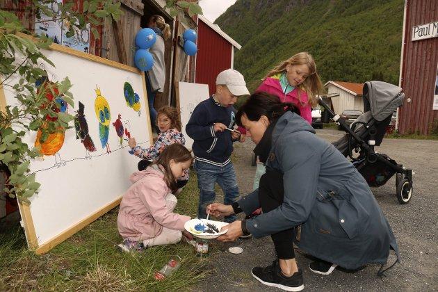 Barnas Galleria under Galleria, Helen Amundsen Halten sammen med barna Ella Kismul Torsetnes, Mille Utnes Bjørknes, William Halten Nordahl og Ebba Utnes Bjørknes