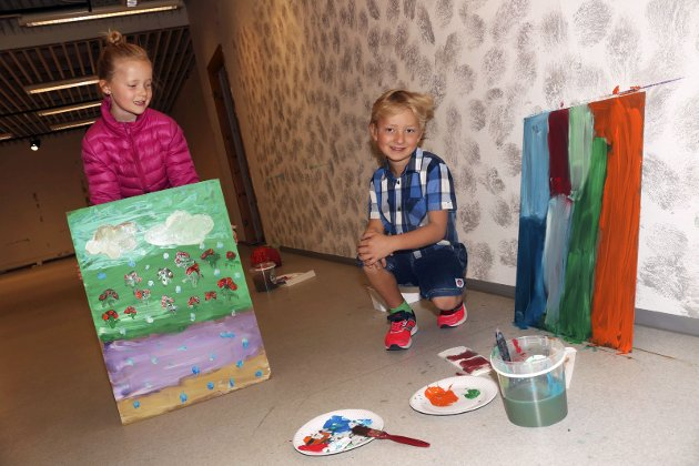 Peacepainting på Sjøsiden Senter under Galleria. Mari Thorvik Tokle og Erik Thorvik Tokle