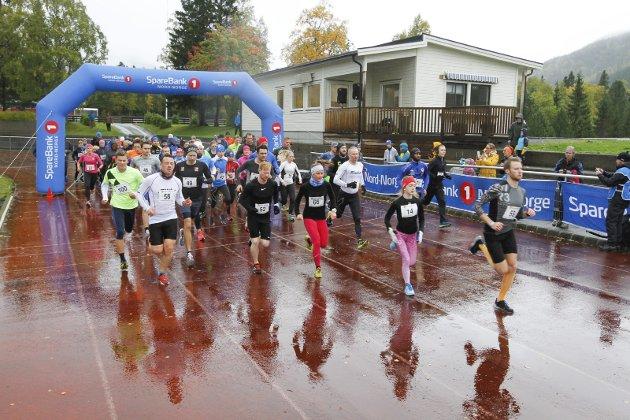 Kippermomila 2018 i regn og fire-fem plussgrader. 100 deltakere. Fra starten på 10 km. Bilder: Per Vikan