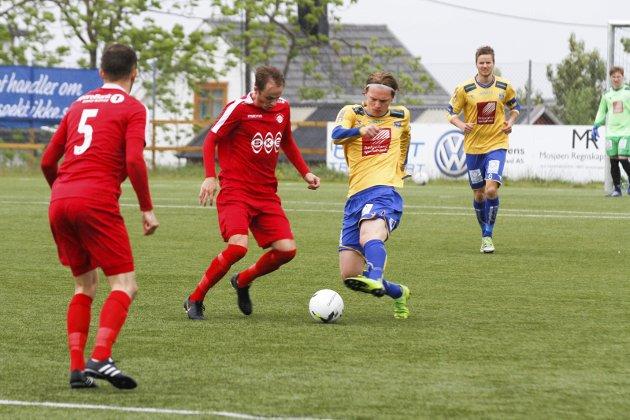 Sandnessjøen mot Grand 3-3 på Stamnes Arena. Sander Leirvik kjempet godt på midtbanen.