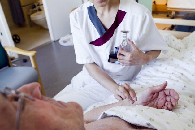 HELTID: Skribenten tar til orde for flere heltidsstillinger i den kommunale omsorgssektoren. Illustrasjonsfoto:   Heiko Junge / SCANPIX