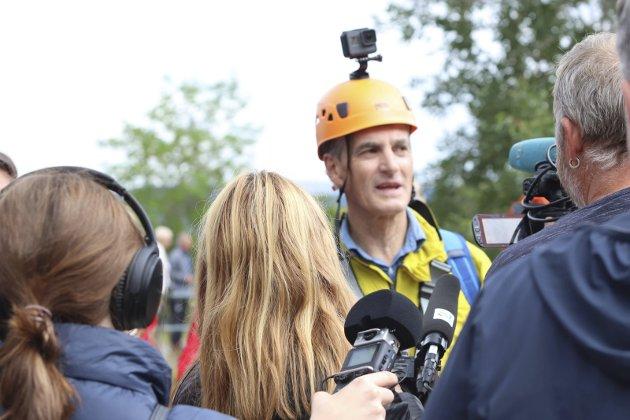 - På en skala fra 1 til 10 - hvor nervøs var du? var ett av spørsmålene fra journalistene. - Ganske lite. Jeg er ikke overbegeistret for høyder, men dette øltes veldig trygt og sikkert, svarte Jonas Gahr Støre etter sin zipline-debut.