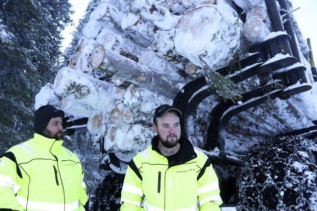Både Knut Jørgen Brennbakk og Kristian Brennbakk har lang erfaring som skogsarbeidere.