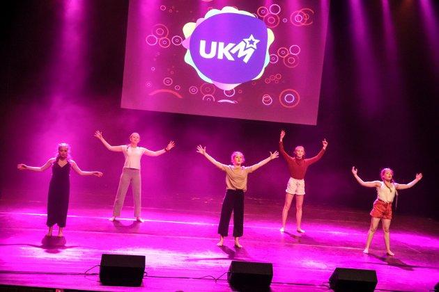 Dansegruppa Youth åpnet ballet lørdag ettermiddag.