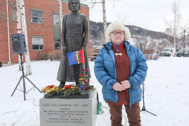 Samefolkets dag 6. februar 2021. Markering ved Elsa Laulas grav og statuen utenfor rådhuset. John Kappfjell Gry Solbraa