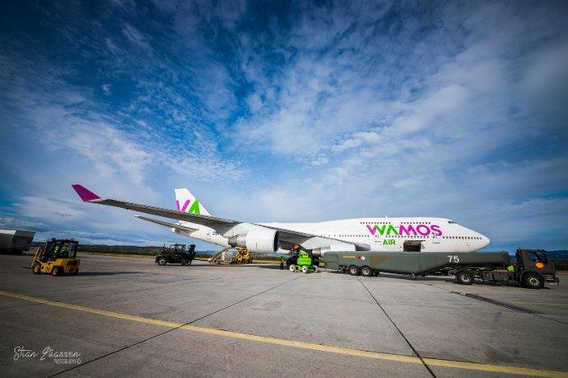 JUMBOJET: Boeing 747 Jumbojet på Lakselv lufthavn Banak under snuhavnoperasjon.