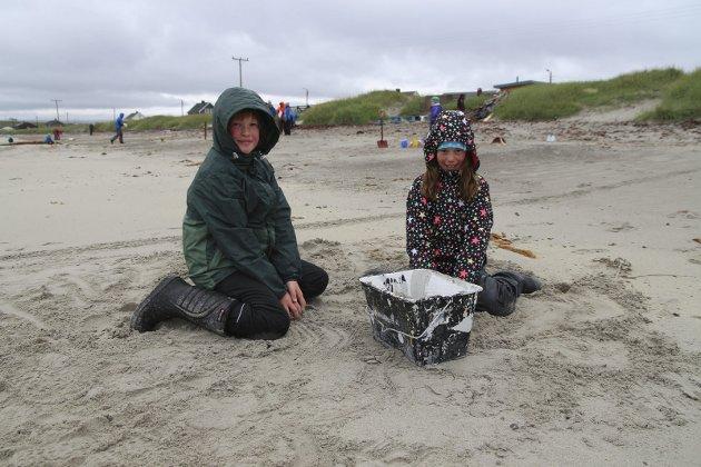 Sandslott: Matti Ballo (10) og Ida Sommernes (10) var i gang med sandslott.