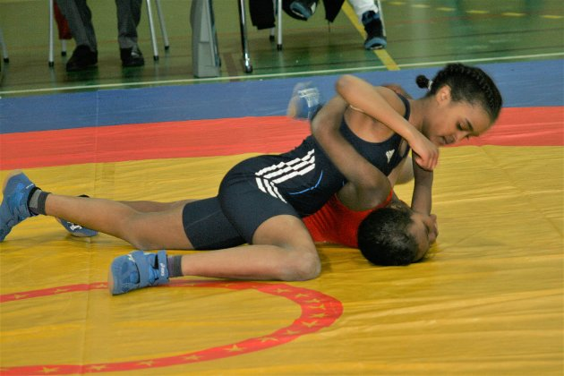 STORTALENT: Dunia Mahadi fra Vadsø AK er et stortalent i flere idretter. Under årets junior-NM ble hun stevnes beste bryter i sin klasse.