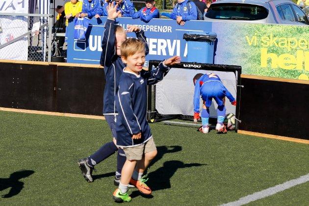 3-erfotball på Alta kunstgress er blitt den nye turneringsformen. De er bare 5-6 år gamle, men iFinnmarks utsendte ble vitne til mange mål, dueller og utsøkte feiringer!
