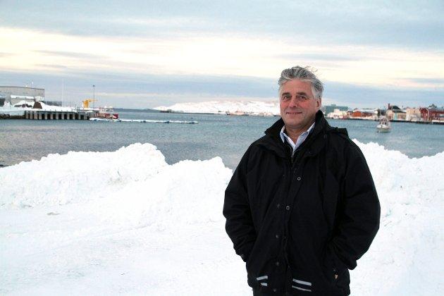 BEREDSKAP: Havnesjef Ingolf Eriksen mener en redningsskøyte i Vardø vil halvere responstiden for fiskefartøy som trenger assistanse i hele Varangerfjorden.