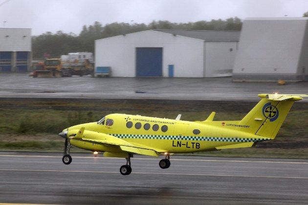 Luftambulanse på tur inn for landing på Langnes Ambulansefly