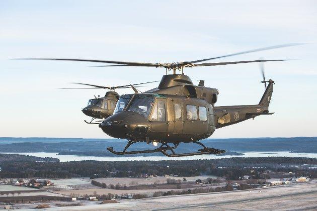 SLUKKEHJELP: To slike Bell 412 helikoptere fra Bardufoss deltok i slukkearbeidet i natt.