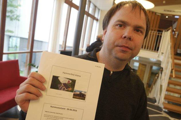 DRIFTSPLAN: Steve Sivertsen i HIF/Stein presenterer driftsplanene for Hammerfest Arena.