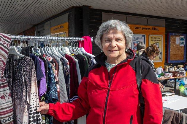 Ragnhild Krokmo var på loppemarkedet onsdag utenfor Prix-butikken i Karasjok som en del av Bolystuka. Hun synes at jakten på bolyst er et godt tiltak.