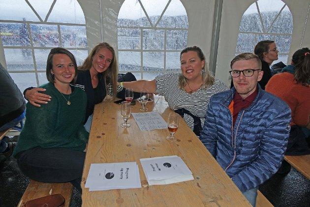 - ARTIG: Ragnhild Midtbø, Christine Sivertsen, Cecilie Bendem og Håvard Johansen.   - Artig, godt øl, god mat, god stemning, sier de.