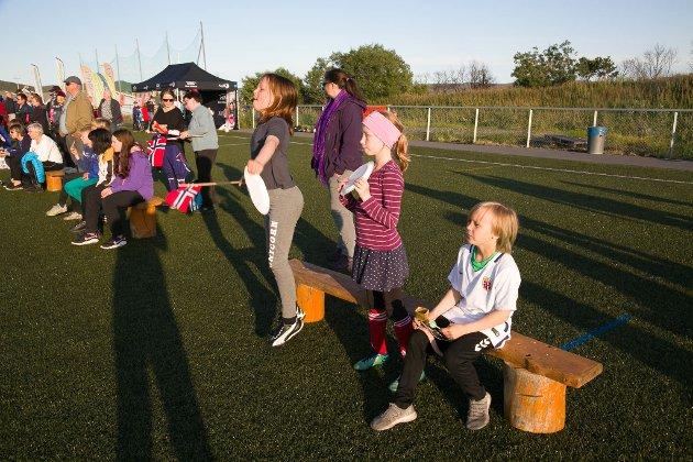 JUBEL: Ella Margrethe Smuk (9), Yumi Jensaas Betten (10) og Runa Marie Opdøhl Guttorm (9).