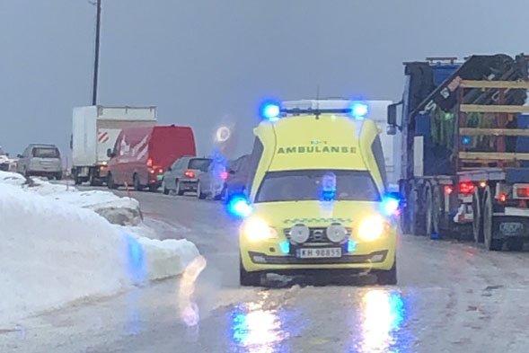 STÅR OM LIVET: Ambulansearbeiderne gir trygghet både til pasient og lege, skriver artikkelforfatteren. Illustrasjon.