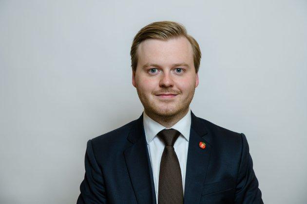 Stortinget har gått med på Fremskrittspartiets forslag om fjerne underreguleringen av pensjoner på 0,75 prosent. Tiden der pensjonistene skal være lønnstapere synes nå å være over, skriver Kristian August Eilertsen, fylkestingsrepresentant for Fremskrittspartiet i Troms og Finnmark.