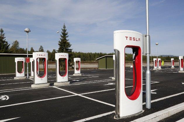 Slik ser en av Teslas ladepunkter ut. Trond Henningsen ønsker mange flere - ikke minst i Gullesfjordkrysset.