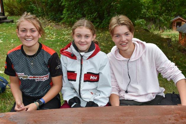Mina Louise Pedersen (t.v.), Ingrid Sandberg Hanssen og Philip Wisbech fra 10. klasse ved Aursmoen skole.