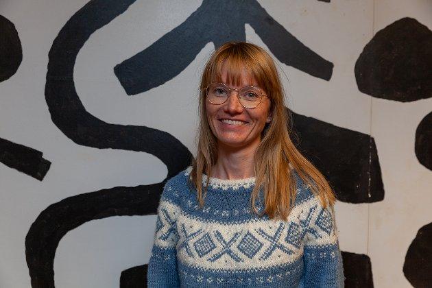 Anne Jordhus-Lier (bildet) og Trygve Ekeheien fra SV Aurskog-Høland spør om hvor mange barn og barnefamilier Aurskog-Høland kommune kan ta i mot.