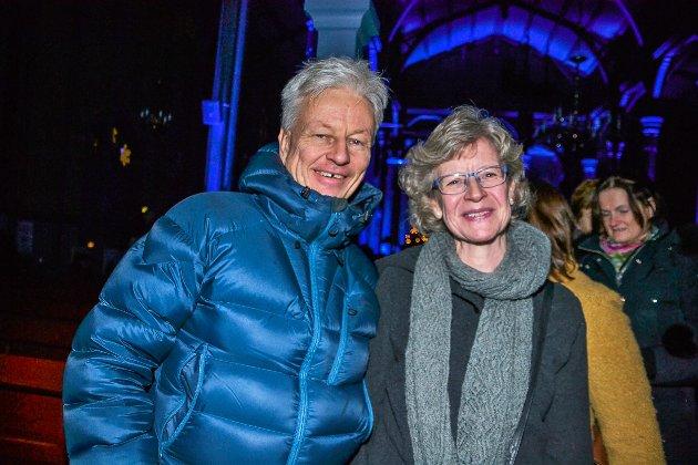 Tårene kom. – En nydelig konsert, sa Eila Bønsnæs Ødegaard som hadde tatt med seg ektemann Henry Michael Ødegaard til Aurskog. – Jeg synger i A Cantus som har Maria Therese Bersås som dirigent, og da hun stemte i med Julestjerne- kom til meg, kom både tårene og julestemningen.