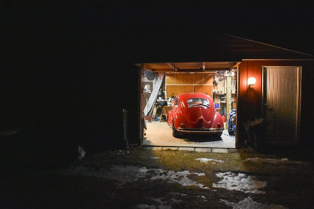Bobla står i tidsriktige omgivelser i en tilårskommen garasje.
