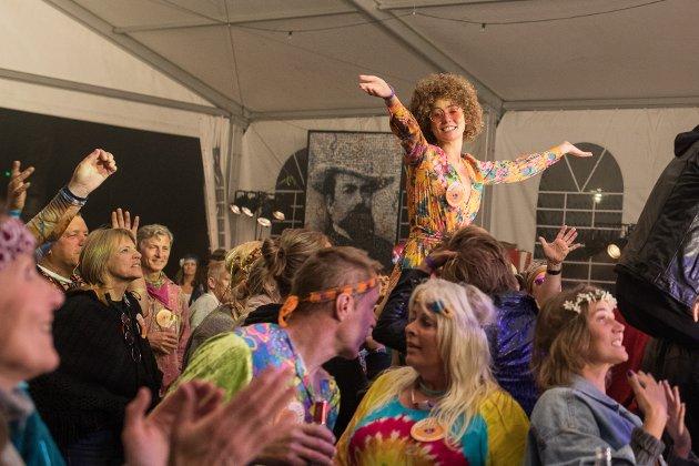 TIDSRIKTIG: Festivaldeltakerne på Woodstock3000 fester som om det var 1969 selv i det nye årtusenet.