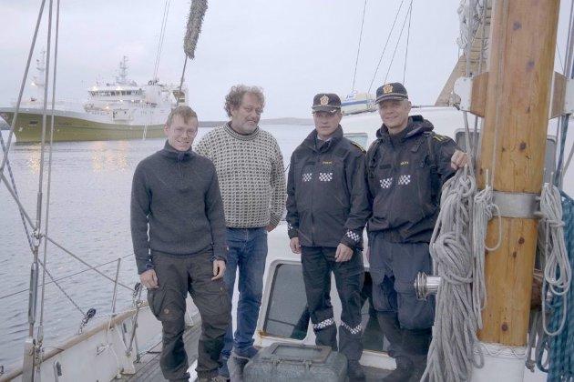 BESØK: Gaute Eiterjord og Frederic Hauge i Bellona fikk besøk av Jørn Ove Jacobsen og Snorre Bogfjellmo fra politiet i Mosjøen.