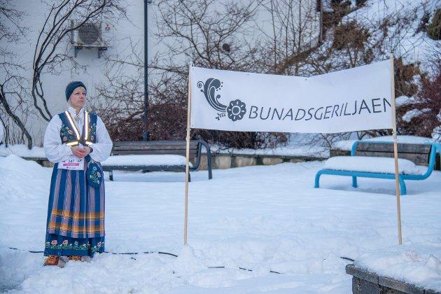 GERILJALØP: Line Rønning Føsker løp i bunad på kvinnedagen 8. mars.