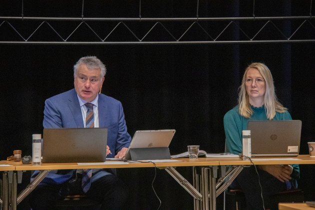 Ordfører Peter Talseth og varaordfører Hanne Benedikte Wiigi Alstahaug kommune vurderer å melde Helgelands Blad inn til PFU etter to artikler i den nevnte avisen.