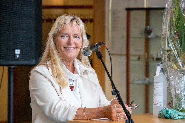 ORDFØRER: Elbjørg Larsen (Ap) er ordfører i Herøy kommune. Her er hun avbildet under åpningen av ny sykepleierutdanning i Sandnessjøen.