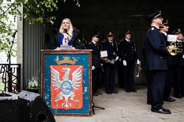 TAKKER FOR SEG: Russepresident Stina Kornstad Nordahl mener norske barn og ungdom er heldige som kan feirer friheten 17. mai, noe som er alt annet enn en selvfølge i mange andre land.