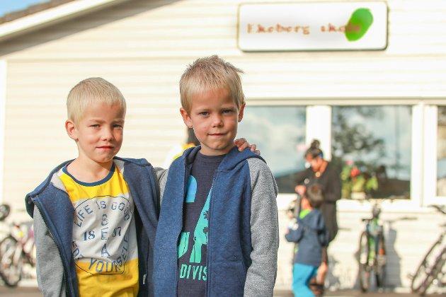GODT KJENT: Tvillingene Svend Håkon og John Erland Midtbø har allerede gått på SFO og har hverandre. Da var det ikke så skummelt første skoledag.