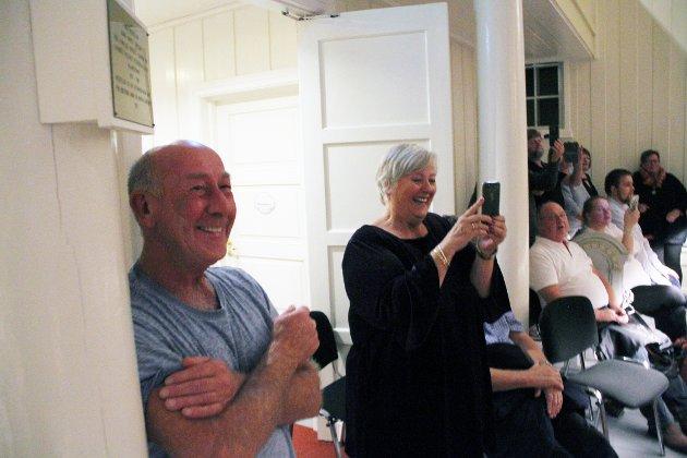 KOSTE SEG: Kurt Dahle og Marit Maurstad var blant de mange som storkoste seg under konserten.