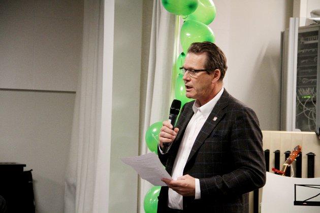 INNLEDET: Ordfører Alf Johan Svele åpnet arrangementet og oppfordret alle til å være rause, både med seg selv og hverandre.