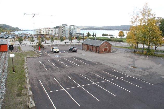 STASJONSOMRÅDET: En samlokalisert tingrett for Vestfold kan bli lokalisert til stasjonsområdet i Holmestrand.