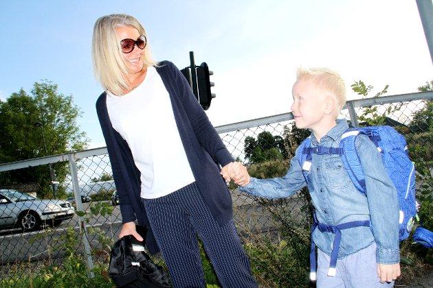 SPENTE: Skolestarter Samuel Aas med mamma Veronica S. Aas.