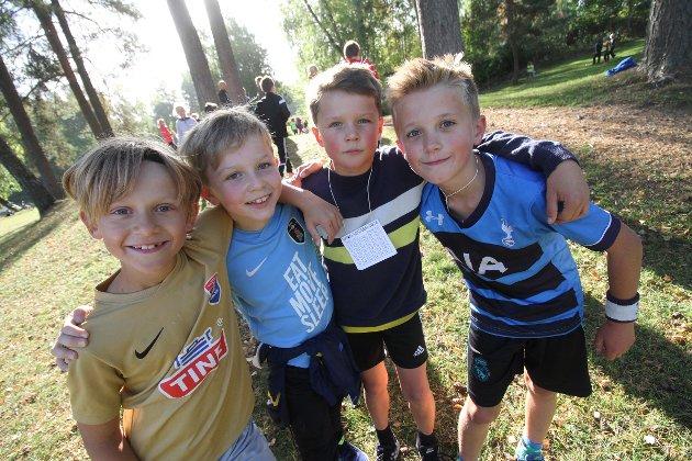 Erling Saltnes (8), Sondre Gjedrem Stormorken (8), Ole Hauge (10) og Martinius Hvang Knapstad (10) løp for fullt i Bassengparken torsdag.