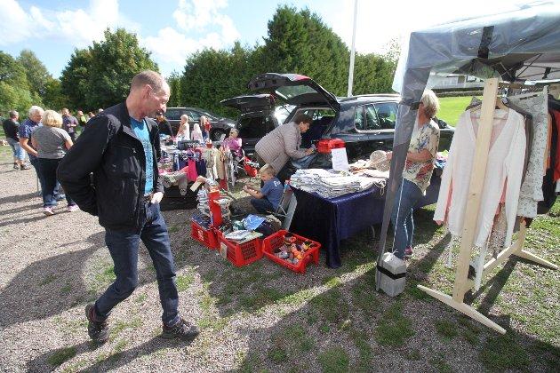 Et titalls selgere deltok på loppemarkedet til Kaarby Velforenig lørdag.