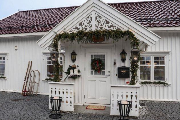 TIL GLEDE FOR NABOER: Julehjemmet hos Janne Berg synes også på utsiden, til glede for forbipasserende.