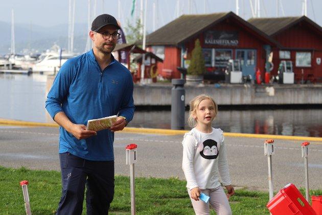 Jan Egil Røed, og Evelina Røed snart fem år løp orientering.