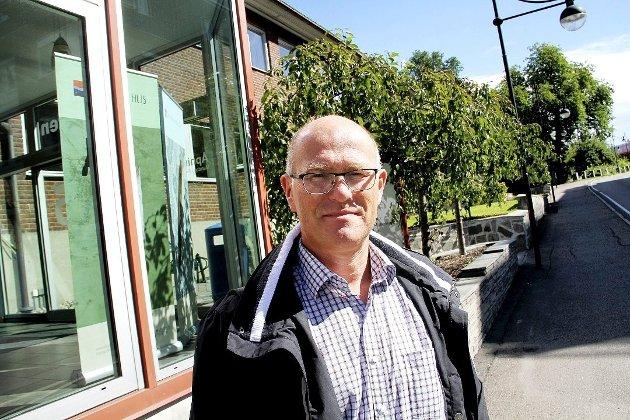 GIR ROS: Kommuneoverlege Ole Johan Bakke ser klare tegn på at befolkningen i Holmestrand kommune er flinke til å følge smittevernrådene. Foto: Magnus Franer-Erlingsen