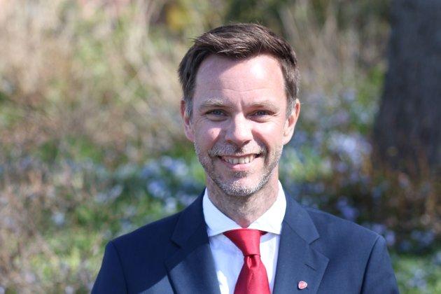 Gratulerer med 1. mai: Truls Vasvik, leder Vestfold og Telemark Arbeiderparti og stortingskandidat Vestfold markerer en annerledes 1. mai.